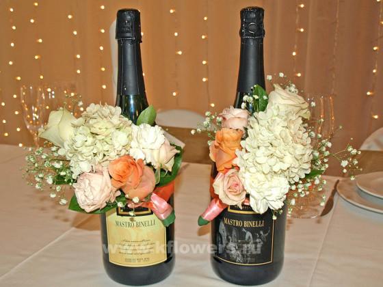 Фантастически украшенное свадебное шампанское запечатлеется в памяти новобрачных и гостей