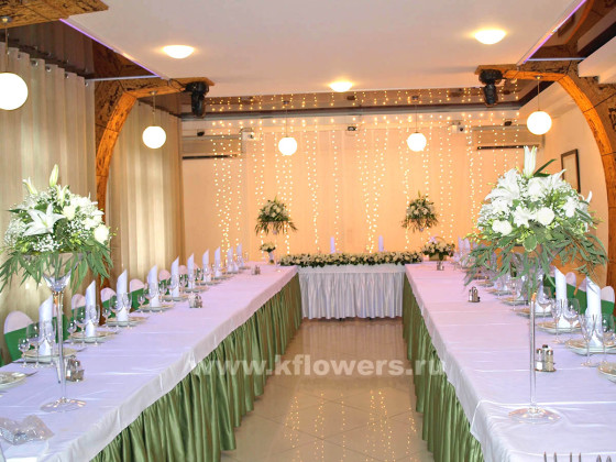 Белоснежная дизайнерская картина оформления золотой свадьбы в подмосковном клубе Персона Грата