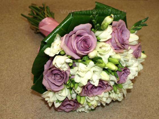 Круглый букет невесты - главная свадебная композиция из живых цветов