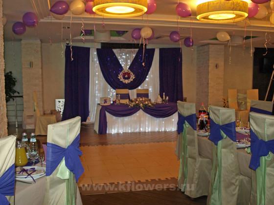 Оформление стола жениха и невесты с благородным королевским обремлением