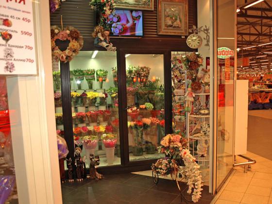 Новый интерьер магазина цветов и подарков - выразительная визитная карточка компании