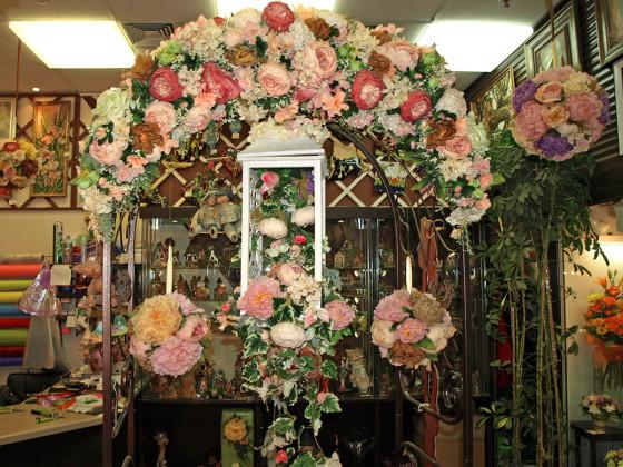 Флористические композиции для арки и для украшения интерьера собраны из сухоцветов и искусственных цветов
