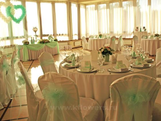 Мятно-розовое оформление свадебного зала в Дворянском Гнезде смотрится аристократично