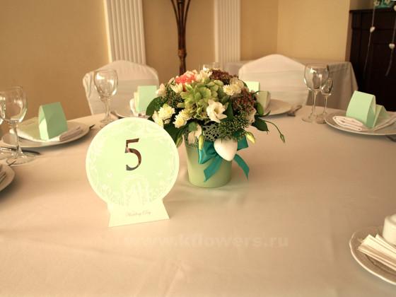 Композиция для гостей - фото цветочного произведения, созданного для оформления зала