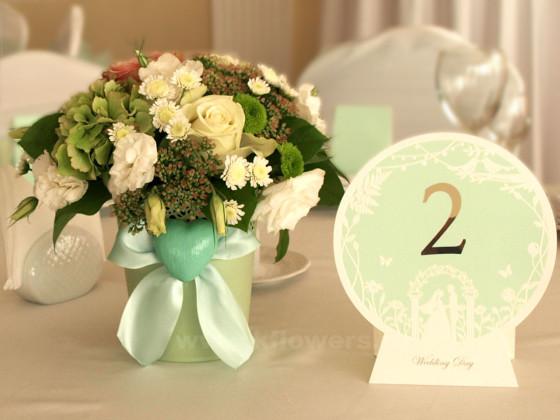 Композиции для гостевых столов, состав: хризантемы, розы, эустомы, седум, орхидеи дендробиум, гортензии
