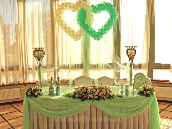 Композиция на стол жениха и невесты - фото дизайнерского шедевра с множеством составляющих