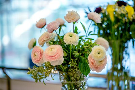 На семинаре были подробно описаны популярные варианты свадебных букетов