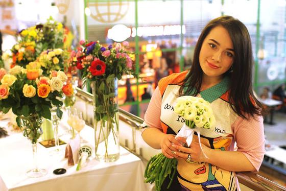 Представитель нашей фирмы флорист Юлия рассказала о цветочных аксессуарах